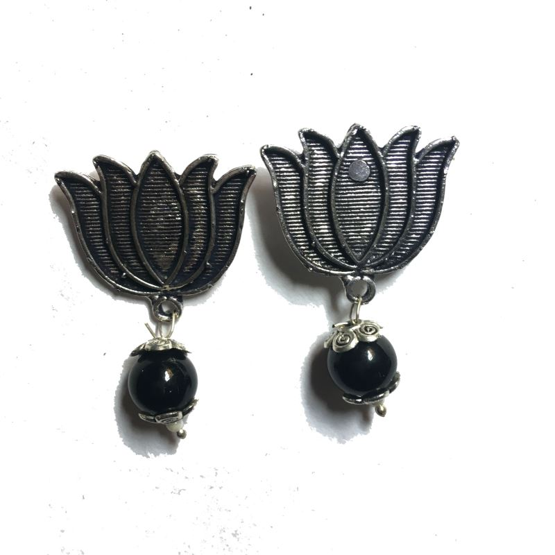 Lotus black stud earrings