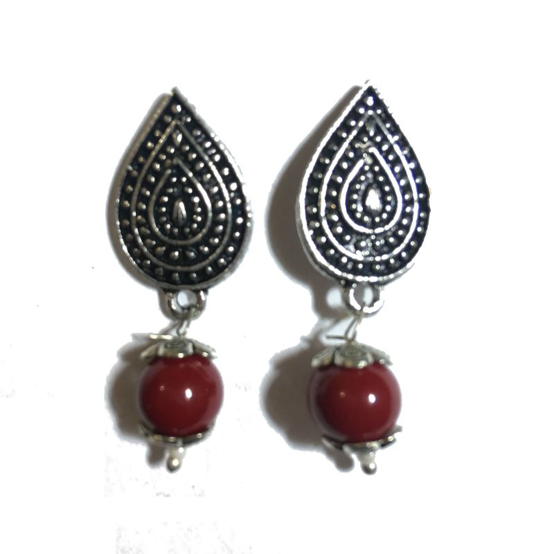Leaf maroon stud earrings