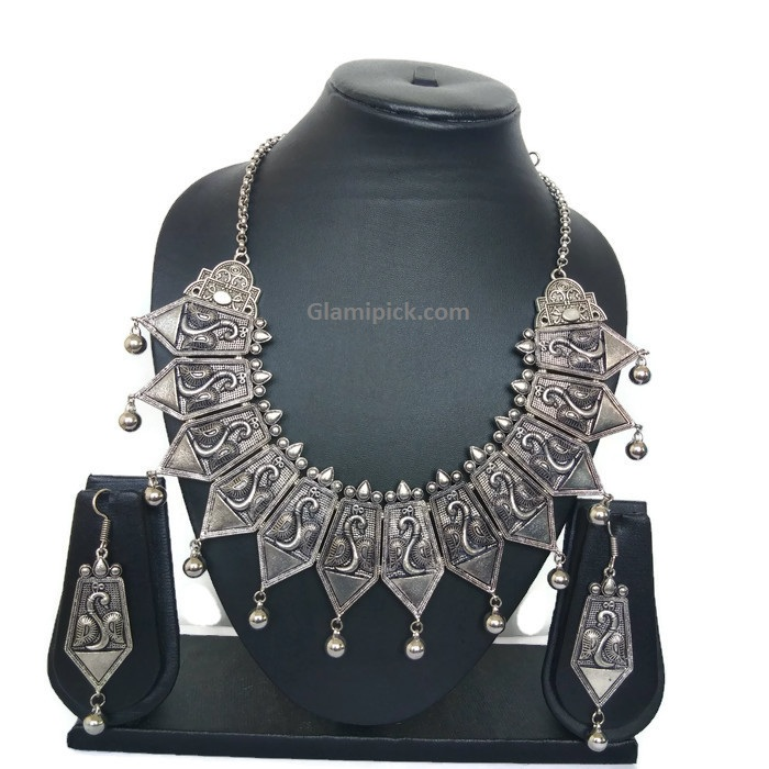 Heavy Bohemian Neck piece with earring